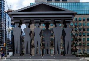 photo: Pillars of Justice, Toronto (iStockphoto)